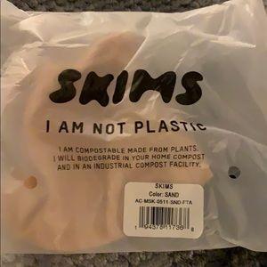 SKIMS face mask SAND